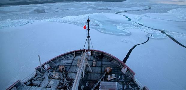 Pressure on polar regions: our chief scientist takes the message toWashington