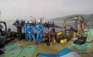 The tagging team waits patiently on deck for their first opportunity to put a tracking tag on a Pacific bluefin tuna.